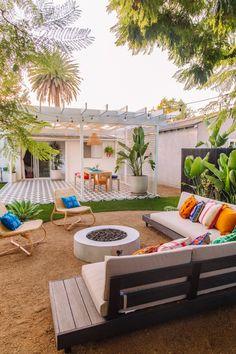 The Mindwelling: Our Colorful California Backyard Reveal – Studio DIY - Modern Patio Design, Outdoor Space, Outdoor Lounge Area, Diy Backyard, Outdoor Lounge, Outdoor Design, Backyard Landscaping Designs, Diy Outdoor