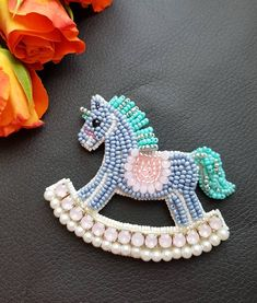 Я верю что прискачет лошадь И синевой разбавит мрак Потом исполнит все желания Херак… Bead Embroidery Jewelry, Beaded Embroidery, Hand Embroidery Patterns, Beading Patterns, Beaded Cross Stitch, Beaded Animals, Brooches Handmade, Beaded Brooch, Handmade Accessories
