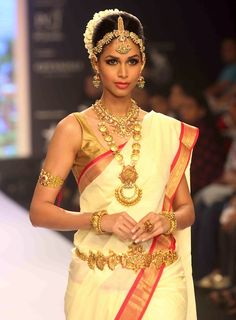 south indian bride in saree and traditional jewellery