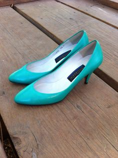 Teal Green Heels Pumps 1980s 80s Shoes Size 5 5.5 Round Toe Seafoam Bright Green Turquoise Indie Hipster Kawaii Retro Neon Kitten Heels