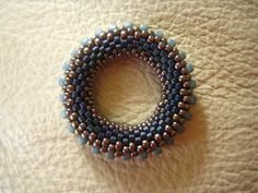 J'ai voulu réaliser des ronds perlés en utilisant le super tuto de Giselea. Mais quelque soit le nombre de perles que je mettais à la base,...
