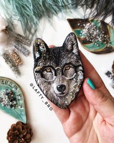 Hand Work Embroidery, Embroidery Jewelry, Embroidery Hoop Art, Embroidery Patterns, Brooches Handmade, Handmade Jewelry, Beaded Jewelry, Fashion Jewelry, Beads