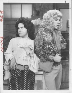 David Lander and Michael McKean femulating on television's Laverne and Shirley (circa Michael Mckean, Laverne & Shirley, Old Shows, Comedy Tv, Vintage Tv, Famous Men, Classic Tv, Celebs, Celebrities
