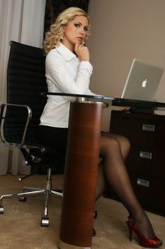 Office girls, business women, working girls and secretaries. Women to dream with //--// Chicas de oficina, mujeres de negocio y secretarias. Beautiful High Heels, Beautiful Women, Pantyhose Legs, Great Legs, Sexy Stockings, Office Ladies, Boss Lady, Sexy Legs, Business Women