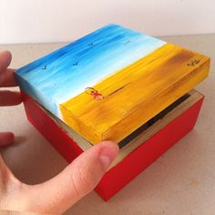 Cajita de madera pintada a mano, Maria Faci Painted Wooden Boxes, Wood Boxes, Painting For Kids, Painting On Wood, Wooden Box Designs, Sweet Box, Decoupage Box, Country Paintings, Craft Box