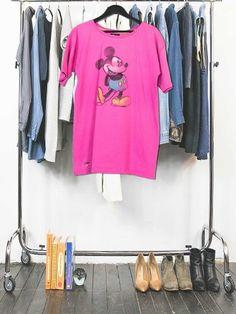 Vous cherchez un Tshirt original Mickey Mouse made in France ! Création unique à partir d'un Tshirt vintage homme recyclé dans la tendance actuelle. Adoptez le concept upcycling unique clothing !