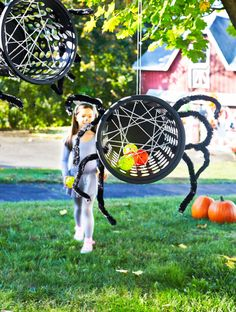 Plan a Backyard Halloween Party with Games and Decorations spider toss halloween backyard game Halloween Carnival Games, Halloween Activities For Kids, Kids Party Games, Halloween Party Decor, Halloween Fun, Halloween Spider, Haloween Games, Halloween Cupcakes, Halloween Movies