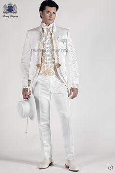 Traje de novio semilevita coreana en tejido raso blanco con bordado floral oro y cuello Mao. Bordado oro en delantero, espalda, cuello y tapetas, modelo 731 Ottavio Nuccio Gala colección Barroco 2015.