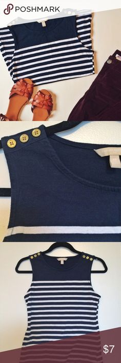 NWOT Navy & White Banana Republic tank top size XS This adorable Banana Republic tank top is new with out tags! I never wore it. It's very flattering on and has adorable gold buttons on the shoulders. Banana Republic Tops Tank Tops