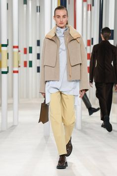 Hermès Fall 2020 Ready-to-Wear Collection - Vogue Mens Fashion 2018, Fashion Moda, Vogue Fashion, Ladies Fashion, Streetwear Mode, Streetwear Fashion, Fashion Show Collection, Couture Collection, Vogue Paris