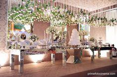 decoração mesa do bolo flores no teto - Pesquisa Google