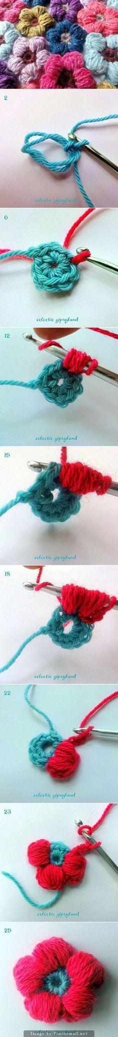 Excellent tuto pour faire une fleur au crochet et en plus en Français. Parfait. (http://gipsybazar.blogspot.com/2011/08/puffy-daisy-and-free-tutorial.html)