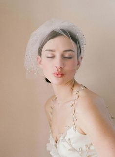 Looking for Birdcage and blusher style veil for your big day? Birdcage and Blusher Veils are a classic wedding accessory. One of the oldest wedding traditions, symbolizing modesty, purity, and chas… Bridal Veils And Headpieces, Bridal Fascinator, Bridal Hat, Veil Hairstyles, Wedding Hairstyles, Short Veil, Short Wedding Veils, Blusher, Bridal Hair Accessories