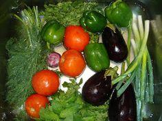 Betty's Cuisine: Γεμιστά με ρύζι Vegetable Recipes, Vegetables, Food, Veggies, Eten, Veggie Food, Veggie Food, Meals, Diet