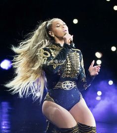When she gets on her knees and makes that face, you just know she's singing 1+1... Beyoncé is queen. <3 #FWT Zurich
