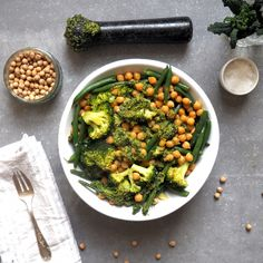Chickpeas, green beans, broccoli and pesto bowl #madeleineshaw #gettheglow
