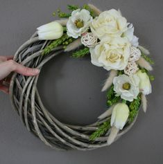 Willow Wreath, Grapevine Wreath, Modern Farmhouse Decor, Xmas Crafts, Shabby Chic Decor, Christmas Wreaths, Floral Design, Floral Wreath, Flowers