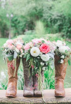 Shabby Chic Western Wedding photographed by Park Road Photography at Belle Gardens