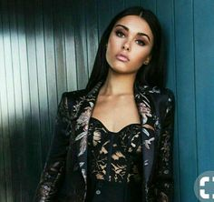Madison Beer in the Luxury Guide Book! Estilo Madison Beer, Madison Beer Style, Madison Beer Outfits, Beer Magazine, Maddison Beer, Latina Girls, Beauty Shots, All Black Outfit, Cosplay