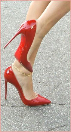 le migliori 400 immagini su scarpe rosse nel 2020 scarpe rosse scarpe rosso scarpe rosse