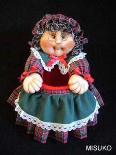 LÍNEA COCINA Doll Crafts, Gnomes, Harajuku, Dolls, Diy, Style, Fabric Dolls, Long Hairstyles, Kitchen Things