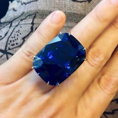 "365 свиђања, 18 коментара - Jean Kim (@jeanmjkim) у апликацији Instagram: ""An incredibly impressive and important Burma sapphire of 75 carats. One of the highlights of our…"""
