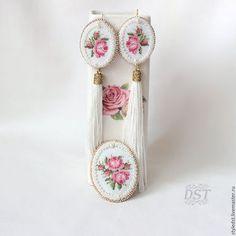 Комплекты украшений ручной работы. Ярмарка Мастеров - ручная работа. Купить Комплект украшений с вышивкой бисером и микровышивкой - Розовые розы. Handmade.