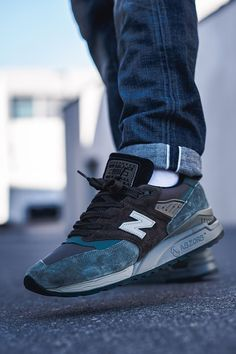 The New Balance 998 on the high functional ABZORB sole unit is a retro look with a modern attitude and a beautiful New Balance Outfit, New Balance Sneakers, New Balance Shoes, Nb Shoes, All Nike Shoes, Me Too Shoes, Sneakers Mode, Classic Sneakers, Best Sneakers