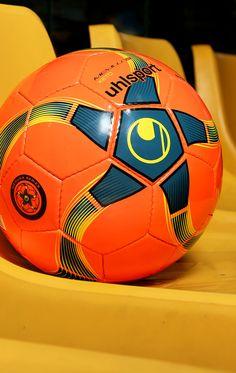 Balón de fútbol sala Uhlsport Medusa Keto. Foto  Marcela Sansalvador para  futbolmania.com 5ce7d3d3002d8