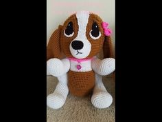 This video tutorial will show you how to make this adorable crochet hound dog. There is a separate video tutorial for the crochet hound dog pillow with a fun. Crochet Dog Patterns, Crochet Borders, Amigurumi Patterns, Amigurumi Doll, Free Crochet, Dog Crafts, Hound Dog, Crochet Videos, Diy Tutorial