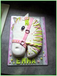 Délices et Gourmandises à volonté : Gâteau cheval en pâte à sucre