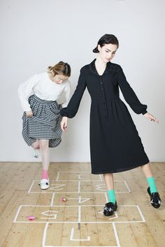Fashion - Whitepepper - Everybody say HOPSCOTCH!    Ellen wears Vintage Button-up Collar Detail Dress