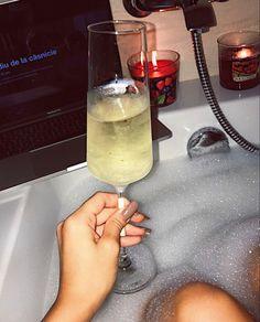 #prosecco #netflixandchill #bath #yankeecandle  #foam #girlboss #macbookpro Netflix And Chill, Prosecco, Alcoholic Drinks, Bath, Instagram, Food, Bathing, Alcoholic Beverages, Meals