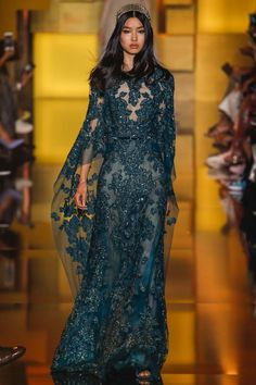 Oh Elie Saab, how I adore you. Elie Saab is one of all time favourite designers, and I could honestly cry at how beautiful this collection is. Elie Saab Couture, Runway Fashion, Fashion Show, Fashion Design, Paris Fashion, Fashion Beauty, White Fashion, Gothic Fashion, Dress Fashion