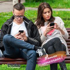 Sentar no banco pede um papo legal e não um celular! Que tal conversar um pouco com quem está ao seu lado?