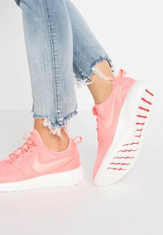 new styles 0bd06 d2e5a Nike Sportswear ROSHE TWO Baskets basses atomic pink sail turf orange