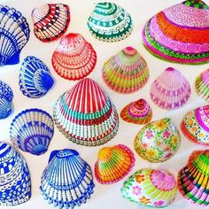 Seashell Art, Seashell Crafts, Craft Projects, Projects To Try, Craft Ideas, Creative Crafts, Diy Crafts, Sharpie Markers, Painted Shells