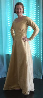 See Jane Sew: 14th Century Blue Cotehardie and Gold Kirtle