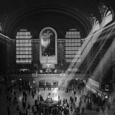 Grand Central Station 1940 New York City Photography, Vintage Photography, Trip The Light Fantastic, New York Photos, Photo Composition, Vintage New York, Cultural, The New Yorker, Beautiful World