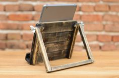 Wooden iPad 4, iPad 3, iPad 2 / Tablet station. Handmade from gorgeous lime wood. Being hand-made, each item is one of a kind.  Size approximately: Length: 23 cm (8,97 in.) Width: 21 cm (8.19 in.) Height: 17 cm (6.63 in.)  Perfect for home or work, keep in the kitchen and use for easily viewing recipes, watching TV or listening to music.  If you have any personal preferences, send us a message and we will do our best to work something out for you.  NOTE: The accessories shown on photos are…