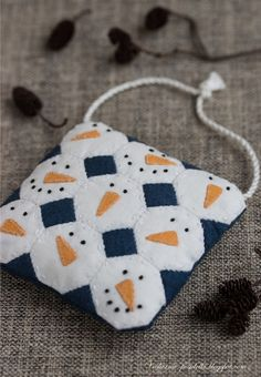 Snowmen ornament made from hexagons - these are so cute!