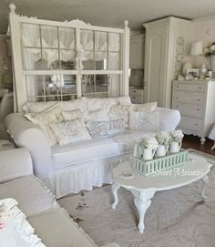 31 Lovely Shabby Chic Living Room Decor Ideas - With shabby chic an owner can have a frilly lamp covered in beads, and a sturdy bookshelf with paint chipped away, yet somehow it all manages to tie i. Shabby Chic Mode, Casas Shabby Chic, Shabby Chic Cottage, Shabby Chic Style, Shabby Chic Decor Living Room, Shabby Chic Furniture, Shabby Chic Interiors, Handmade Furniture, Rustic Furniture
