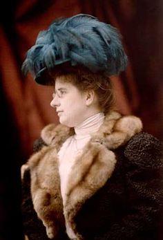 Marguerite, wife of Auguste Lumière, 1908 (ca) Autochrome Lumière, 18 x 24 cm, Institut Lumière (The Lumiere Institute) © Institut Lumière / Famille Lumière