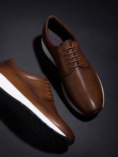 Mens Sneakers at Massimo Dutti online. Enter now and view our Fall Winter 2017 Sneakers collection. The post Mens Sneakers at Massimo Dutti online. Enter now and view our Fall Winter 2017 appeared first on gift. Mens Dress Sneakers, Oxford Shoes Outfit, Sneakers Fashion, Men's Sneakers, Brogues Outfit, Leather Sneakers, Best Casual Shoes, Estilo Cool, Mens Boots Fashion