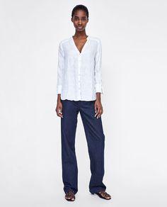изображение 1 из БАЗОВАЯ РУБАШКА ИЗО ЛЬНА от Zara Fall Capsule Wardrobe, Shirt Blouses, Shirts, Zara United States, Normcore, Style Inspiration, How To Wear, Pants, Women