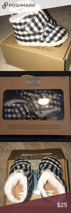 Toms Tiny size 3 Toms tiny size 3 or 12-18 months. Black/white plaid brushes twill. New in the box never worn. Toms Shoes Baby & Walker