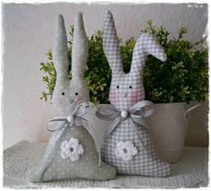 2+große+Häschen+im+Landhaus-Stil*grau-weiß*Ostern+von+Little+Charmingbelle+auf+DaWanda.com