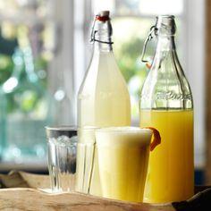 So muss eine echte Zitronenlimonade schmecken. Die Kinder sind begeistert und sie ist schnell gemacht. Perfekt. Sabine ORIGINALREZEPT von Lindy Wildsmith: Zitronenlimonade Ergibt 1 Liter Hierbei ha...