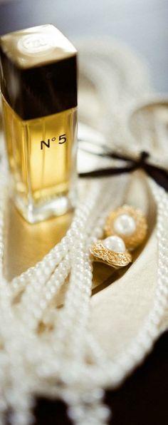 Chanel ♥✤ Perfume Glamour, Parfum Chanel, Coco Chanel, Chanel Pearls, Chanel Beauty, Chanel Wedding, Wedding Beauty, Gold Wedding, Girly Girl