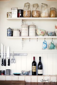 Kitchen shelves styling